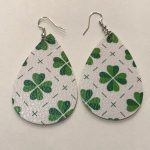 🆕4-Leaf Clover Tiled Faux Leather Earrings